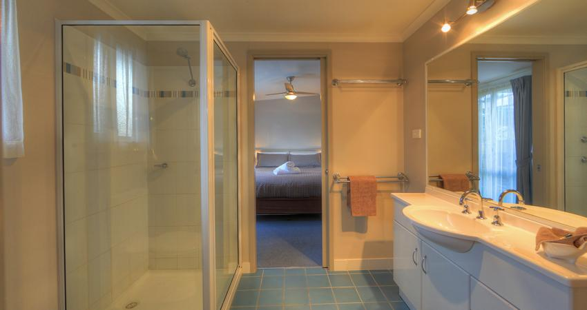 BIG4 Narooma Condo Spa Ensuite Bathroom